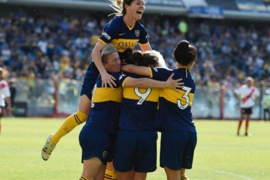 torneo femenino: mira los goles del 5 a 0 de boca a river en el primer superclasico profesional
