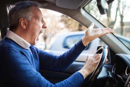¿cuando se puede tocar la bocina? solo uno de cada diez conductores lo sabe