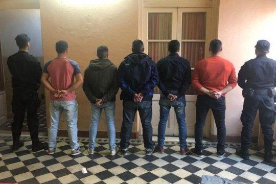 familiares de los chicos y el joven muertos en una persecucion policial marchan a seis meses del hecho