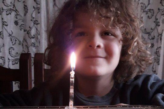 un nene de baradero pidio una inusual torta de cumpleanos y el festejo se volvio viral en las redes