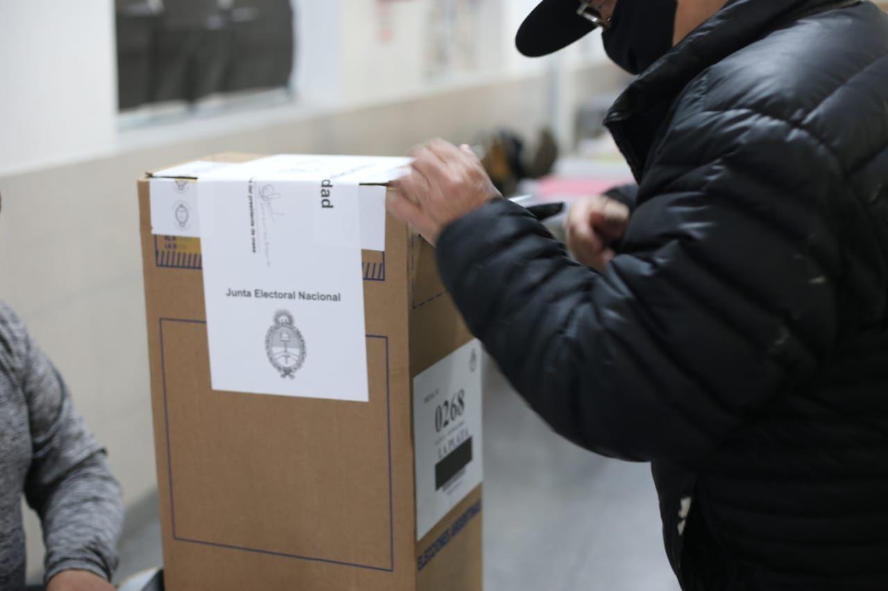 acusaron a funcionario municipal de benito juarez de comprar votos y el frente de todos puso el grito en el cielo