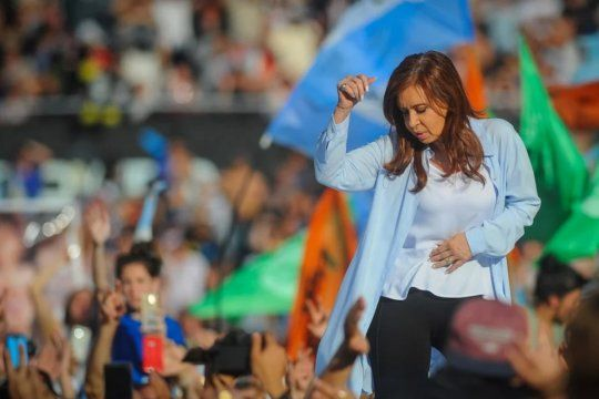 Los gustos musicales de Cristina Kirchner: Lito Nebbia y Fito Páez. Pero reconoció que escuchó a Elegant, como llamó al trapero L-Gante.