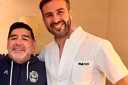 Diego Maradona junto al médico Leopoldo Luque