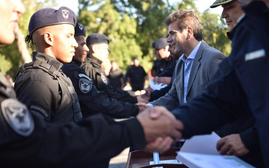 Ritondo cerró un curso de policías y entregó 40 motos