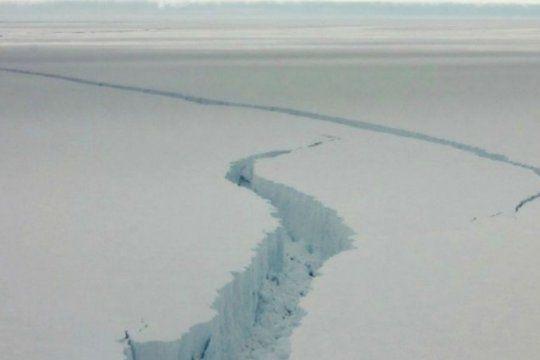 un iceberg gigante puede desprenderse de la antartida y afectar una base historica