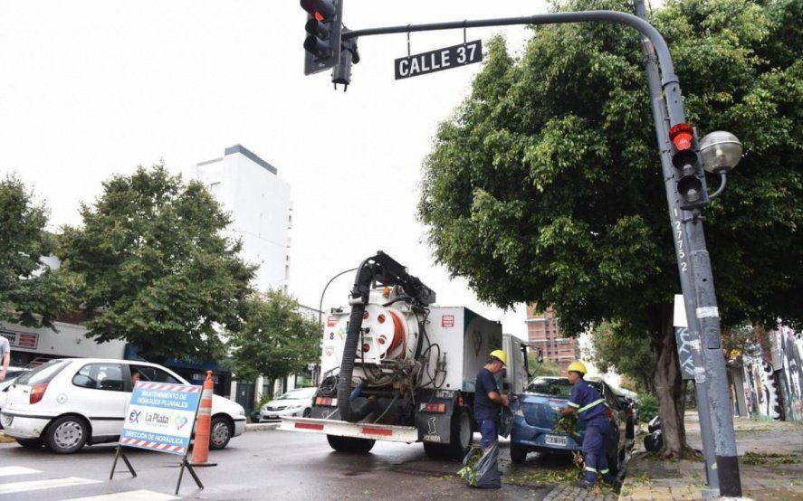 La Plata: alertan por falsos operarios del municipio que intentan cobrar por la instalación de luces led