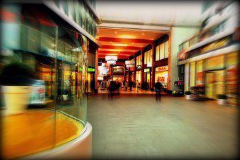 Los shoppings permanecen cerrados por medidas de restricción