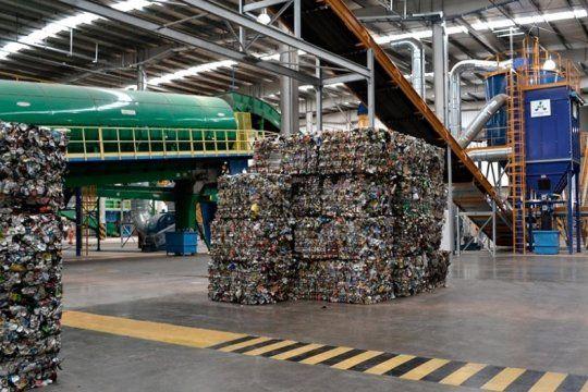 la letra chica: por que ambientalistas senalan que el decreto de macri permitiria la importacion de basura