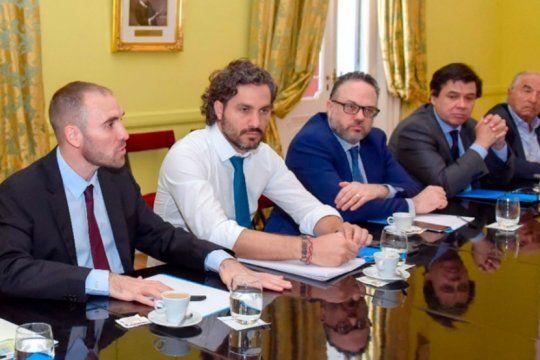 el gobierno pone a punto el ingreso familiar de emergencia y las medidas para la produccion
