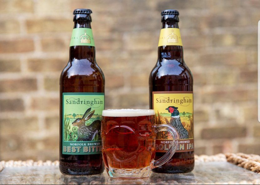 Las dos variedades de la cerveza que lanzó al mercado británico la Reina Isabel II de Inglaterra