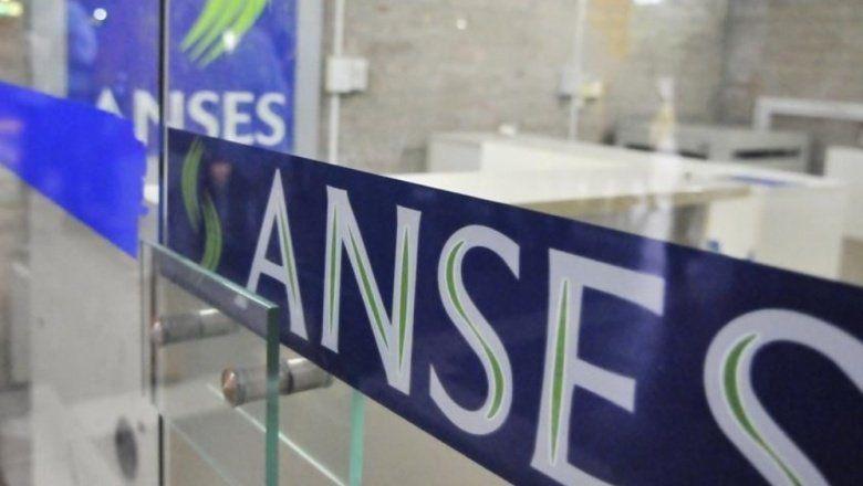 Denuncian al titular de ANSES ante el vaciamiento millonario del fondo de los jubilados