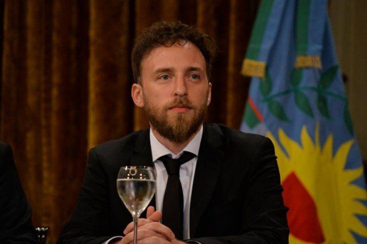 """Video: Con la promesa de """"poner a la Provincia de pie"""", Otermín mandó su saludo por el Bicentenario"""