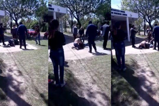 video: dos madres discutieron por facebook y terminaron a las pinas a la salida del jardin