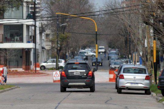 por el paso bajo nivel de la plata, cambia la circulacion vehicular de un tramo de la calle 4