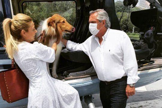 La foto que despertó miles de comentarios. El Presidente Alberto Fernandez, su pareja Fabiola Yañez y el perro de ambos, Dylan.