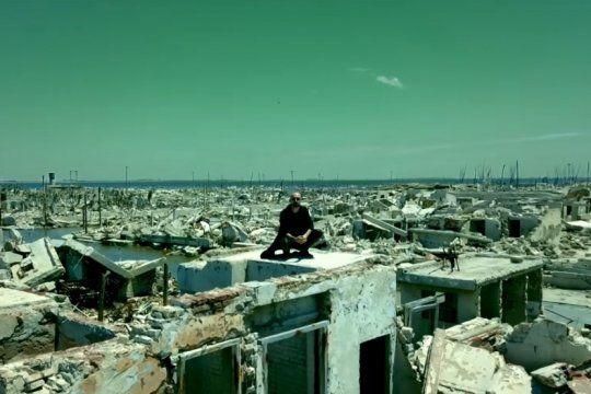abel pintos lanzo ?cien anos?, el videoclip filmado en las imponentes ruinas de epecuen