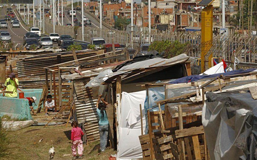 """El """"truco"""" de los grandes medios para ocultar a más de un millón de argentinos pobres"""