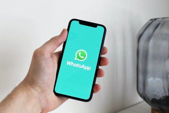 La opción de personalizar el fondo de pantalla en los distintos chats ya llegó a WhatsApp