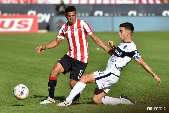 Iván Gómez, jugador de Estudiantes, en el Clásico Platense ante Gimnasia