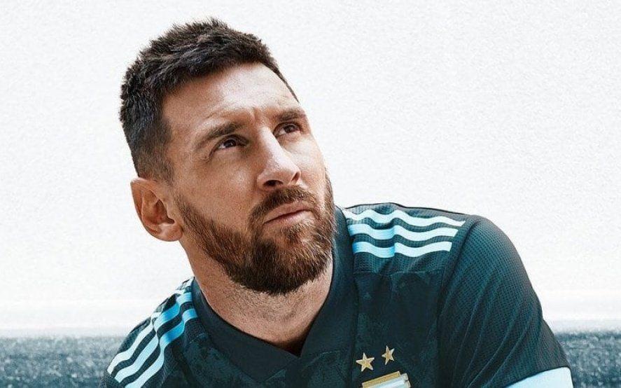Volvió Messi con la mira puesta en los clásicos y presentando la nueva camiseta de la Selección