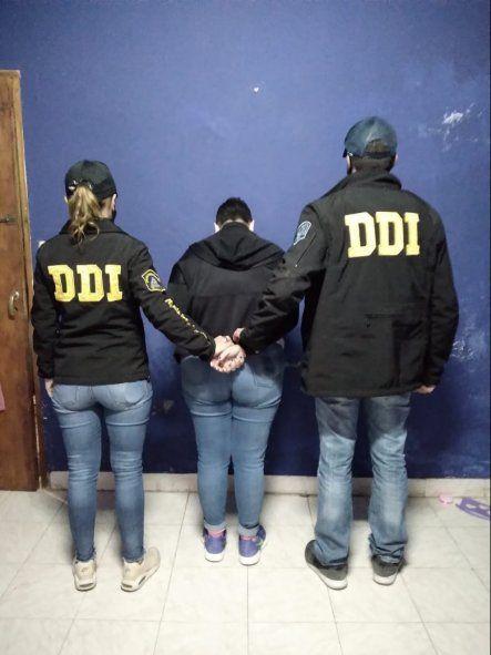 La mujer de 36 años detenida por arengar a su hija de dos años a fumar marihuana
