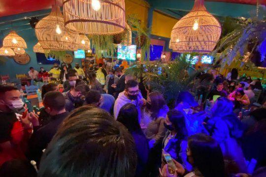 Las fiestas clandestinas o Clandes son un peligro sanitario y un dolor de cabeza para las autoridades de toda América latina