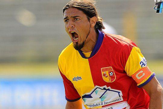 misa o futbol: la insolita clausula de un jugador, para poder ausentarse si toca el indio solari
