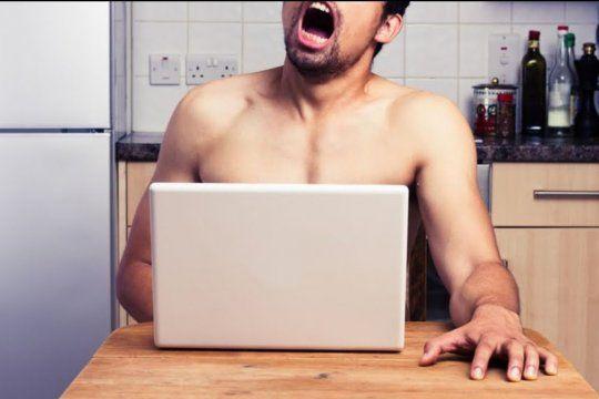 Se publicita un curso online de masturbación masculina llamado El arte de hacerte el amor a ti mismo