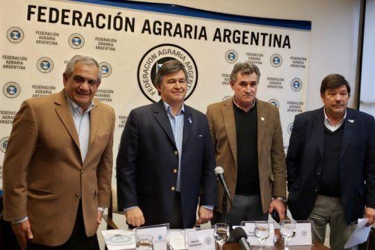 Mesa para cuatro: Carlos Iannizzotto (CONINAGRO), Daniel Pelegrina (SRA), Carlos Achetoni (FAA) y Dardo Chiesa (CRA)