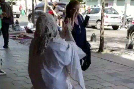 la estatua viviente de la plata explico su reaccion contra la ?senora gorila?