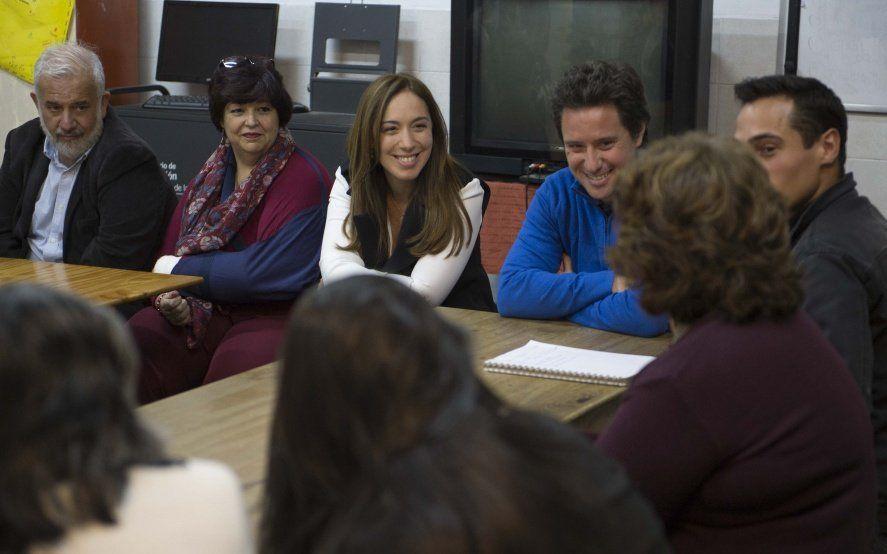 Vidal se reunió con alumnos adultos de San Isidro que finalizaron sus estudios secundarios