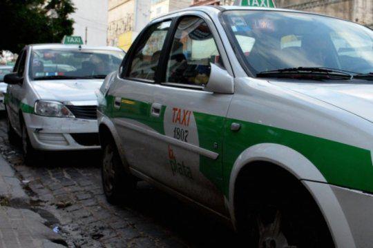 tension en el centro platense: taxistas y repartidores a los golpes por una disputa territorial