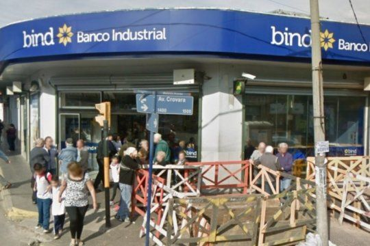 golpe comando en una sucursal del banco industrial dejo en shock a decenas de jubilados
