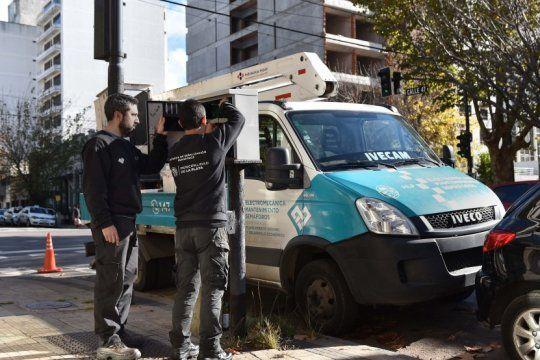 la plata: el municipio instala mas de 100 ordenadores en los semaforos para optimizar su coordinacion