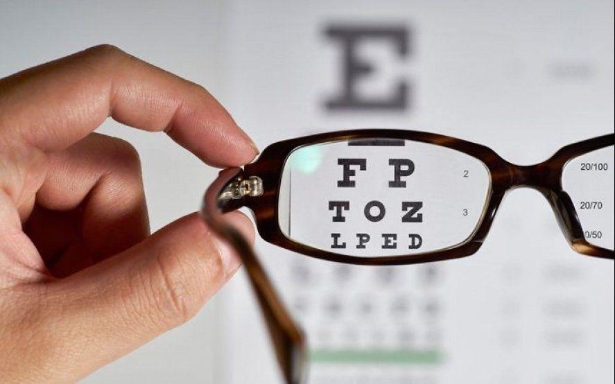 El Colegio de Ópticos alerta sobre campañas ilegales de salud visual en la Provincia