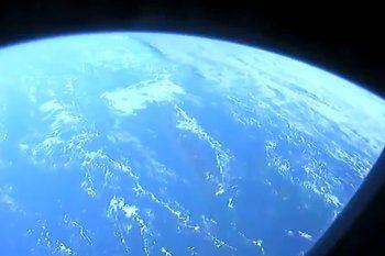 Las imágenes que publicó SpaceX del cohete en el que viajan astronautas de la NASA sorprendieron en las redes.