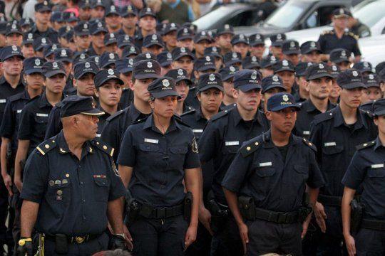 El Gobierno bonaerense anunció aumento para la policía y agentes del SPB.