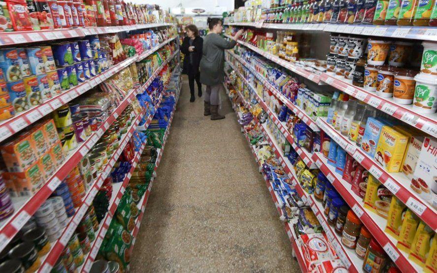La venta en supermercados bajó 1,5% y en shoppings se desplomó 88,6%
