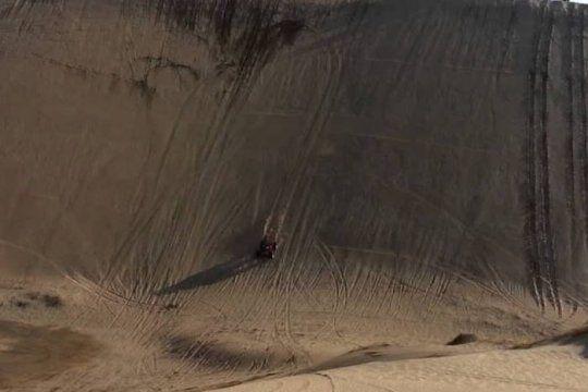 En este médano derraparon dos vehículos en Monte Hermoso