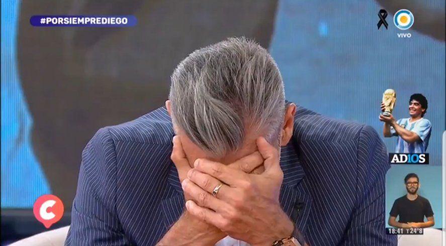 Goycochea tapándose la cara para qye no lo vean llorar y evitar el golpe bajo