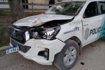Así quedó el patrullero tras el ataque a la comisaría en Reta.