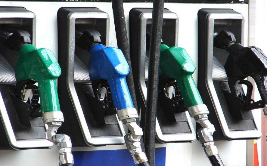 YPF se sumó al aumento de combustibles: desde este martes suben un 4%