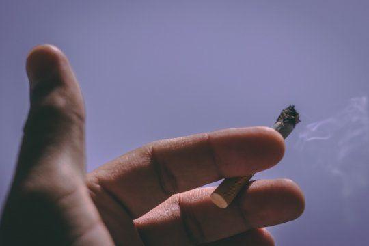 piden que los cigarrillos se vendan en paquetes neutros y dejen de estar en exhibicion
