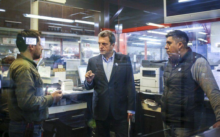 """Massa visitó una Pyme en Hurlingham y acusó a Macri de jugar a la """"politiquería barata"""""""