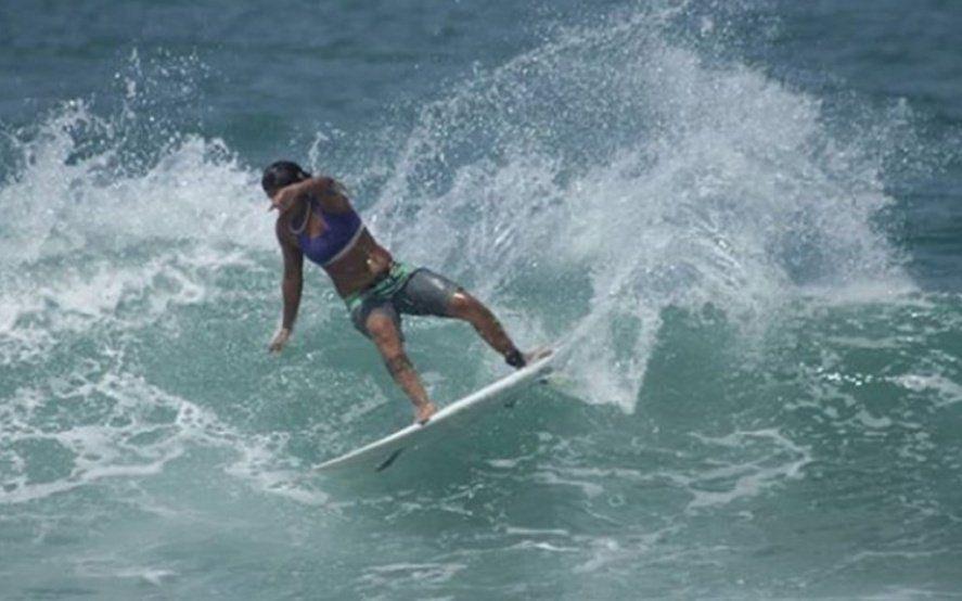 Una campeona de surf murió al ser alcanzada por un rayo en el mar