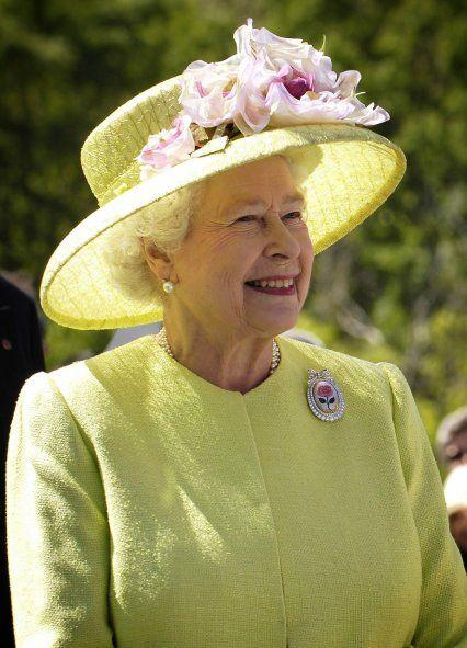 La médica Marta Cohen fue reconocida por la reina Isabel II