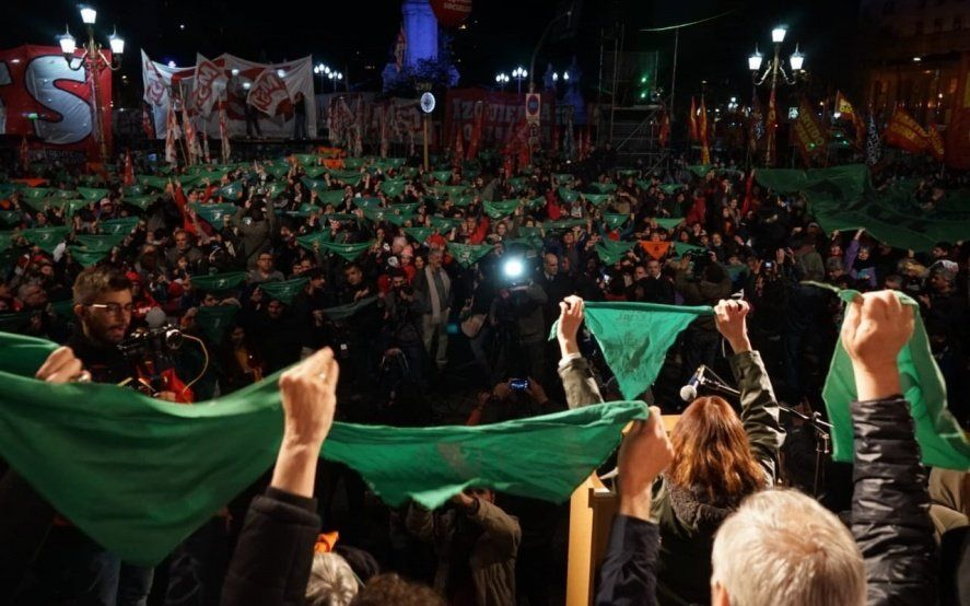 Los desafíos del FIT Unidad en una campaña marcada por la disputa entre Macri y el kirchnerismo