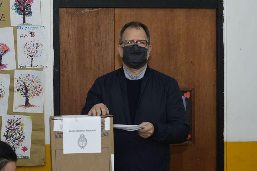 Fabián Perechodnik votó y alertó sobre la falta de boletas