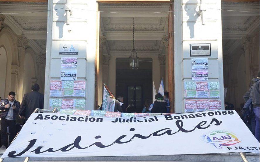 Judiciales ratificaron el paro y apuntaron contra Vidal tras la liquidación de un nuevo pago a cuenta