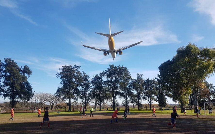 El Palomar: dos vuelos fallidos de Flybondi en medio del reclamo de clausura